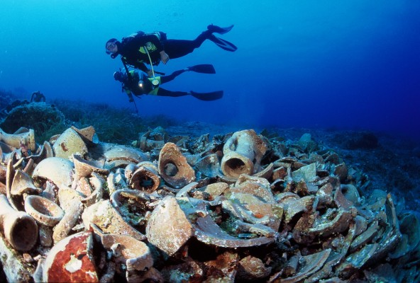 arqueología subacuática vs arqueología terrestre
